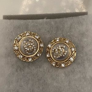 Gold/pearl stud earrings